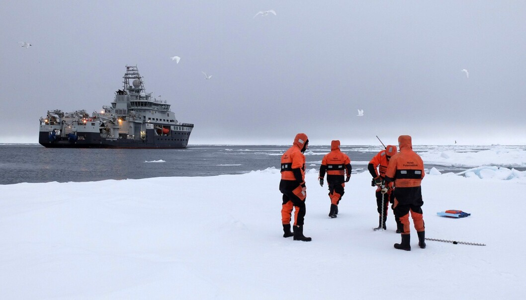 Store hull i isen påvirker temperaturen i atmosfæren. Men dette tas ikke med i beregningene av værvarselet for Arktis. (Foto: Inger Lise Næss/UNIS)