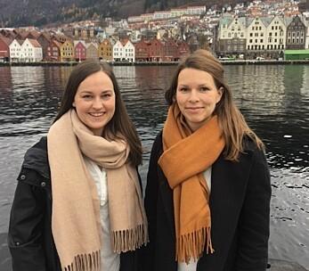 Ingvill Nødland (t.v) og Benedicte Sletten Larsen jobber som jobbspesialister i Fretex Jobb og Oppfølging i Bergen. De mener at det beste med jobben er å se på kroppsholdningen til dem som har kommet seg i jobb etter lang tid utenfor arbeidslivet. De blir stoltere og rakere i ryggen. (Foto: Privat)