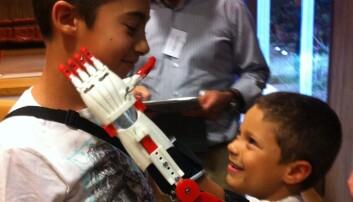 Portugisiske Nuno fikk mekaniske fingre takket være en amerikansk designer.  (Foto: Patient Innovation)