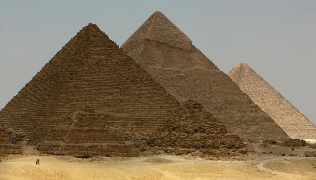 Pyramidene i Giza i Egypt er kolossale byggverk. Kan de gamle egypterne ha brukt et smart system for å heise de svære steinblokkene på plass? (Foto: Goran Tomasevic/Reuters/NTB scanpix)