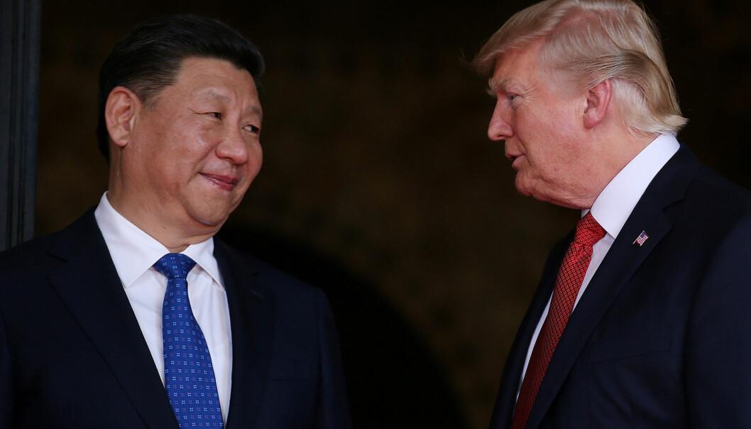 Kinas president Xi Jinping (t.v.) har grunn til å smile over den økonomiske veksten i landet. I sju av ti europeiske land som er spurt, mener flertallet nå at Kina har størst økonomisk makt i verden. Donald Trump overbeviser ikke europeerne. De har liten tillit til at den amerikanske presidenten skal gjøre det som er best for verden. (Foto: Carlos Barria/Reuters/NTB scanpix)