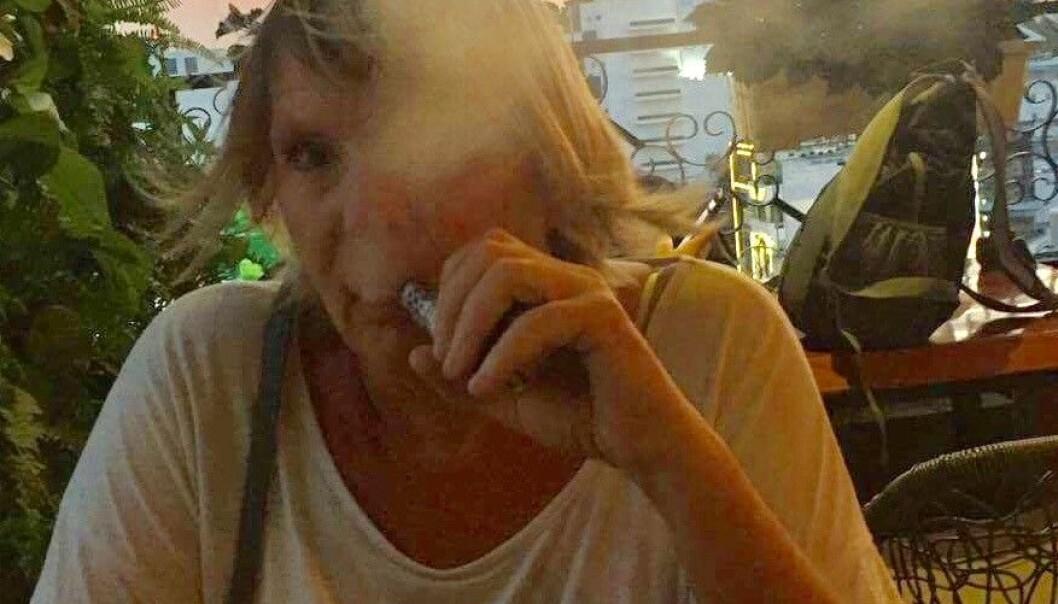 Gunhild Stranden fra Moss er en av dem som har klart å slutte å røyke ved å begynne å dampe e-sigaretter. - Jeg sluttet umiddelbart da jeg kjøpte min første damper for to og et halvt år siden, sier hun fra Ho Chi Minh-byen i Vietnam hvor hun er på ferie.  (Foto: Åge Stranden)