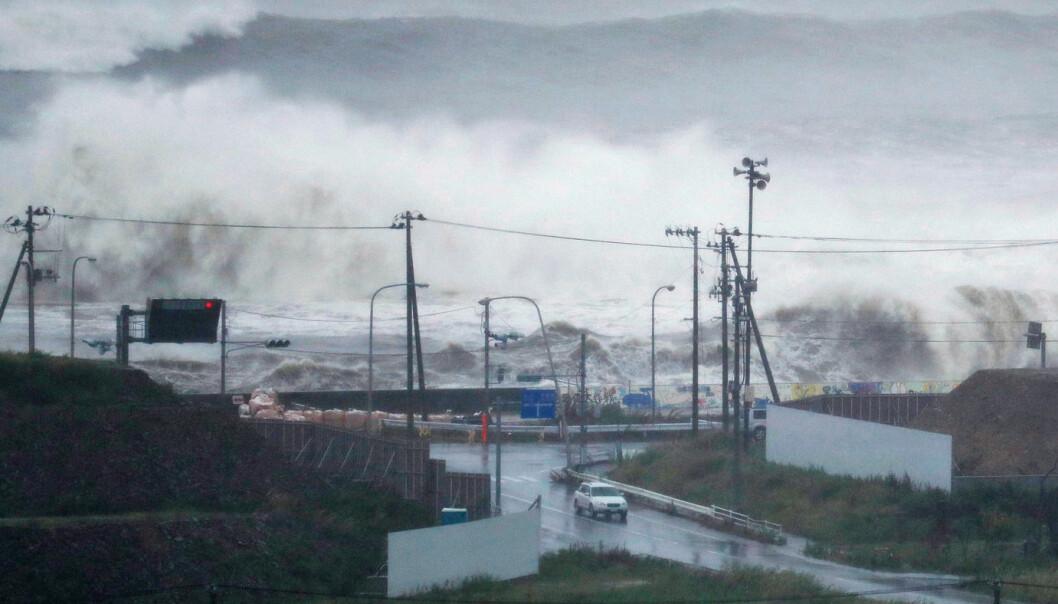 Mer ekstremvær er en av følgene av klimaendringer. Europeere som bor langs kysten bekymrer seg mer for konsekvensene av klimaendringer for kyst og hav enn folk som bor i innlandet. (Foto: Kyodo/Reuters/NTB scanpix)