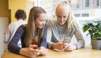 Unge kjenner ikke til annet enn mobile telefoner. Hvorfor skal de da kalle det mobiltelefon? (Foto: Thomas Brun/NTB scanpix)