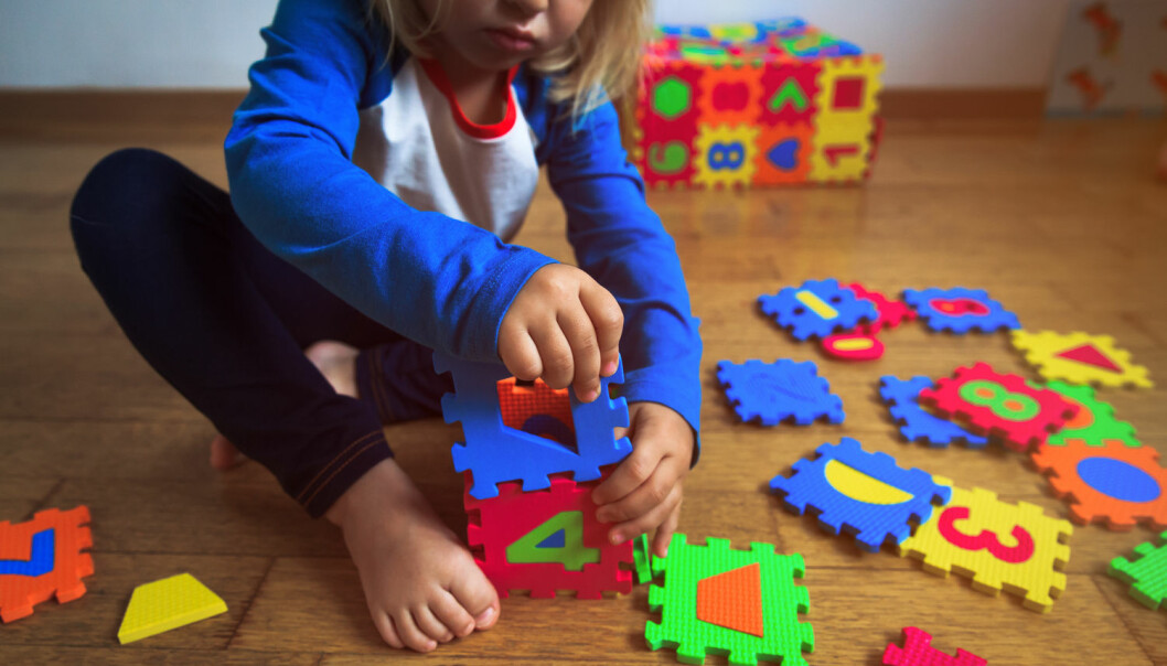 Forskerne mener funnene deres er overraskende, da jenter med autismespekterlidelser ofte har sterkere sosiale evner enn gutter.  (Illustrasjonsfoto: Shutterstock / NTB scanpix)