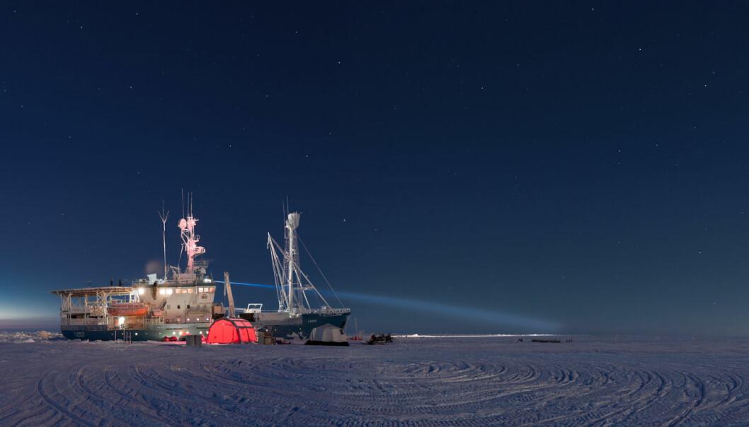 Forskere arbeidet på isen under N-ICE2015-toktet i Polhavet vinteren, våren og forsommeren 2015. Nå foreligger forskning fra toktet som viser store endringer i lengde og hyppighet til varmeperiodene på vinterstid i Polhavet. (Foto: Paul Dodd / Norsk Polarinstitutt)