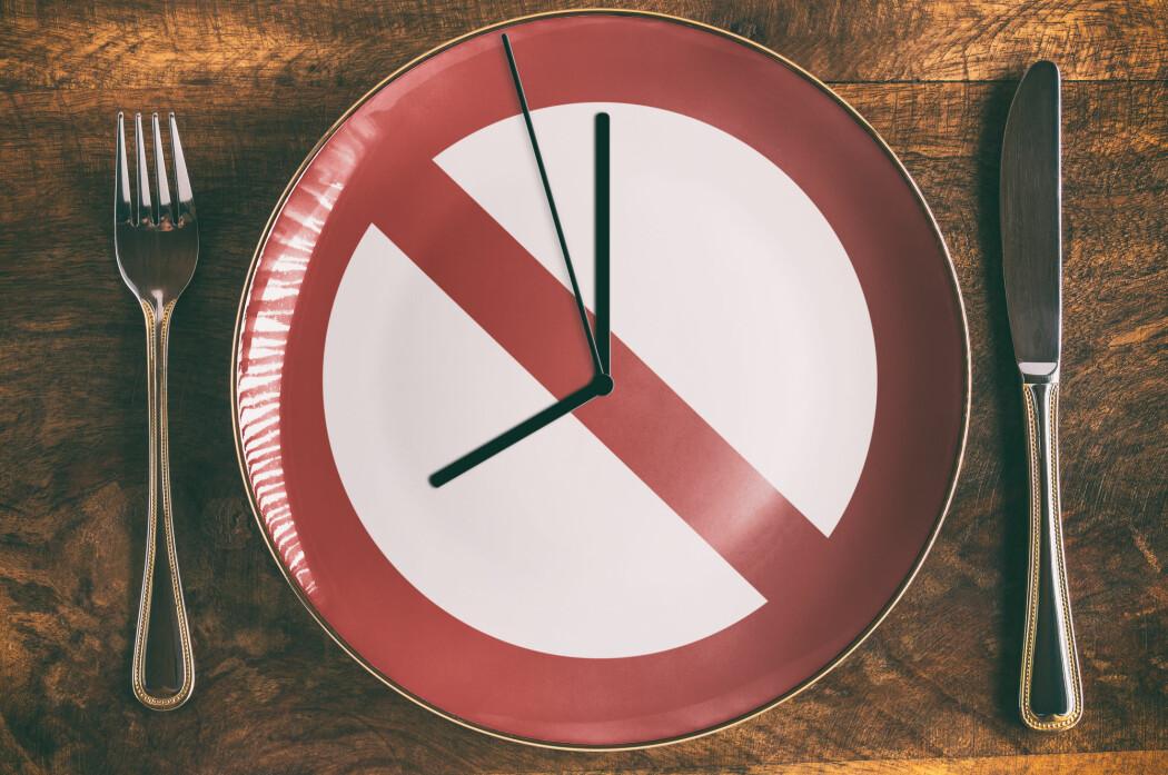 Kan vi lure oss unna kroniske sykdommer - ja til og med bremse aldring - ved å ta noen gode pauser i spisinga innimellom? (Foto: designelements / Shutterstock / NTB scanpix)