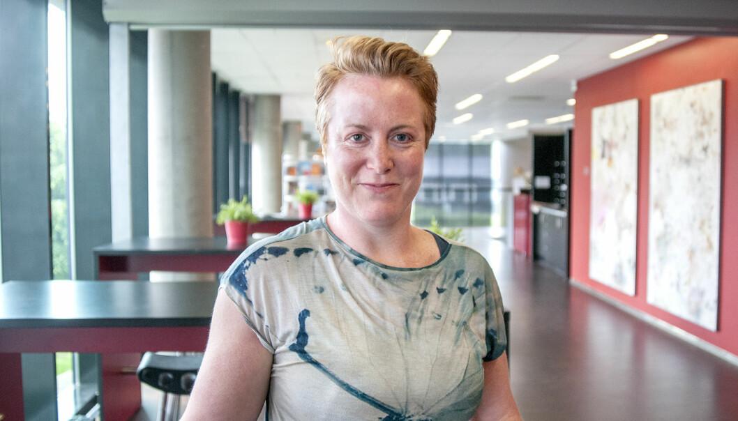 – Norsk bedriftskultur er preget av åpenhet og kort vei fra gølvet til sjefen, men det er forskjeller på mannlige og kvinnelige ledere, sier forsker Lisa Marie Whitehead.  (Foto: Atle Christiansen)