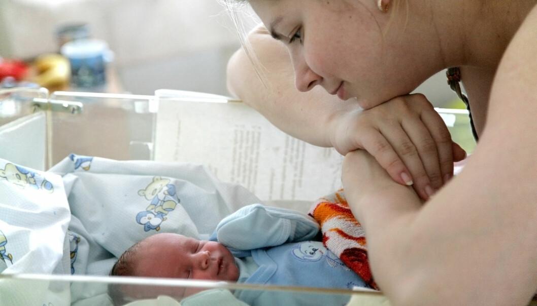 Det nyfødte barnet og moren med svangerskapsforgiftning kan bli adskilt etter fødselen, det er ikke godt for den nye familien. (Illustrasjonsfoto: Anna Jurkovska / Shutterstock / NTB scanpix)