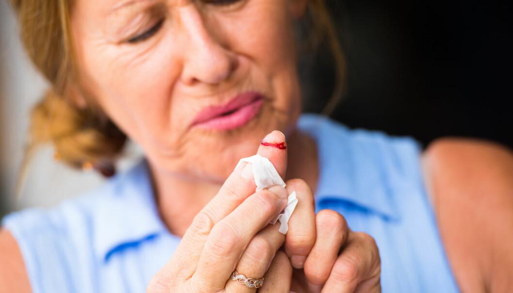 Ifølge spørreundersøkelser er kvinner mer redd for smerte enn menn. Men det gjelder bare den mer alvorlige smerten. Det å kutte seg i fingeren er like vondt for begge kjønnene, viser undersøkelsene.  (Foto: Shutterstock / NTB scanpix)