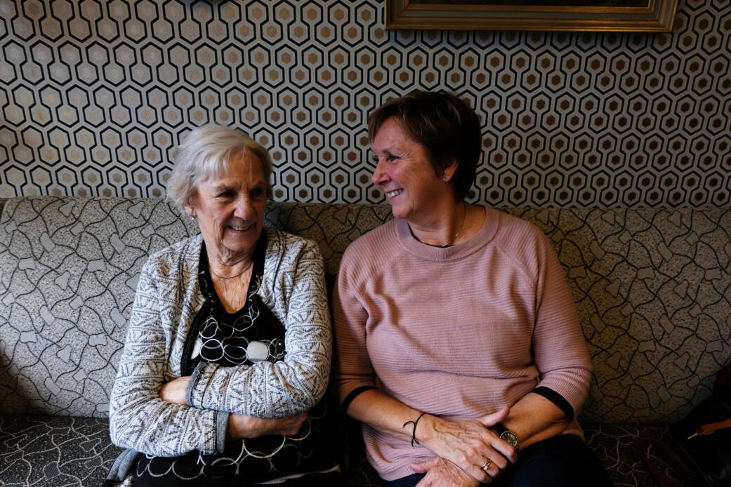 Elna Bøhm og datter May Britt Bøhm Telle sier at det er åpenheten i hagebyen som vil være avgjørende for om det er en god idé. (Foto: Karoline Spanthus Bjørnfeldt)