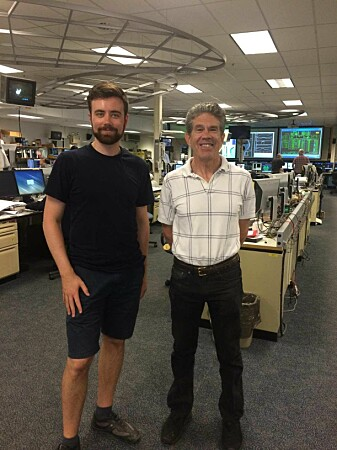 Audun Theodorsen og Jim Terry i kontrollrommet tilknyttet fusjonsreaktoren ved Massachusetts Institute of Technology. (Foto: Privat)