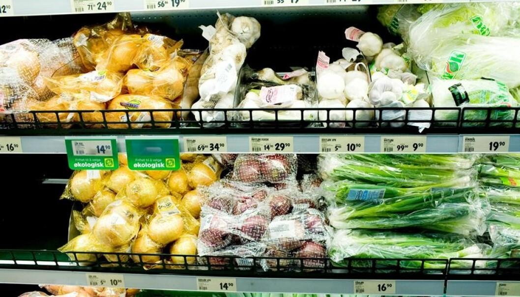 Mattilsynet fikk i fjor tatt over tusen stikkprøver for å se etter giftstoffer fra plantevernmidler på grønnsaker og frukt. (Foto: Sara Johannessen / NTB Scanpix)