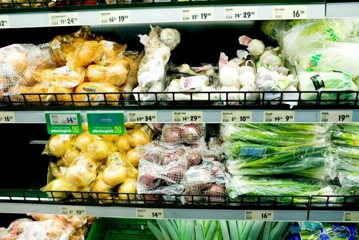 Innvandrere fra for eksempel Somalia er vant til å handle grønnsaker og mat på markeder. I Norge finner vi dem i store matbutikker i kjøpesentre. (Foto: NTB scanpix)