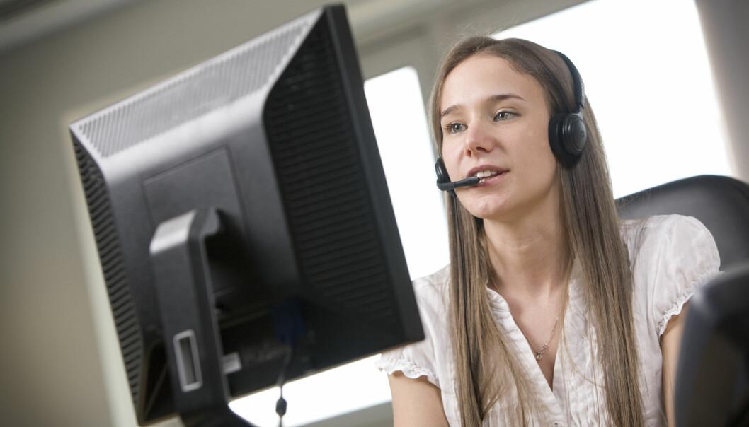Kan det å jobbe med telefonsalg når du egentlig er overkvalifisert til det, faktisk skade CV-en din? Ja, ifølge ny forskning på hvordan arbeidsgivere vurderer jobbsøkere.  (Foto: Shutterstock / NTB scanpix)