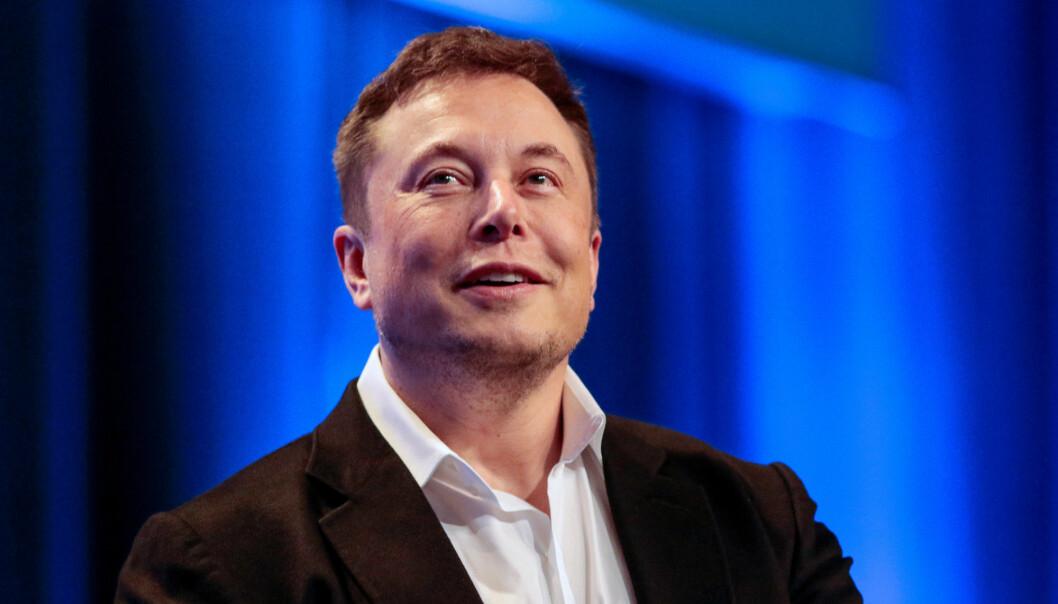 Hvis Elon Musk får det som han vil, skal selskapet SpaceX mangedoble antallet satellitter som går i bane rundt jorda i løpet av de neste årene. Målet er at alle på planeten skal få tilgang til lynraskt internett. (Foto: Kyle Grillot / Reuters / NTB scanpix)