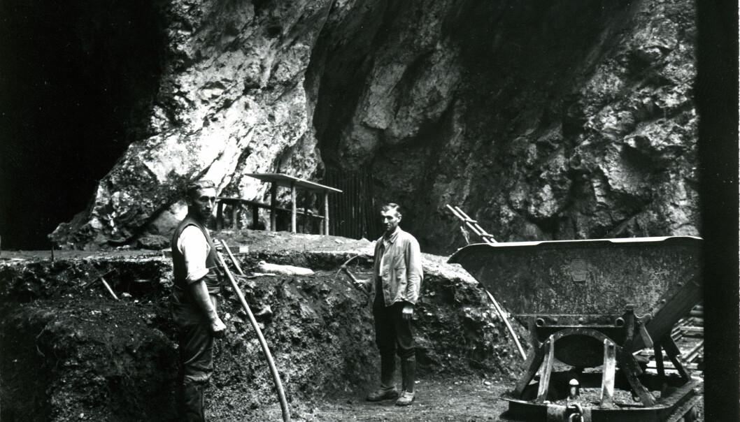 Utgravningene ved hulen i Tyskaland i 1937, der neandertalerknokkelen ble funnet.  (Foto: © Photo Museum Ulm)