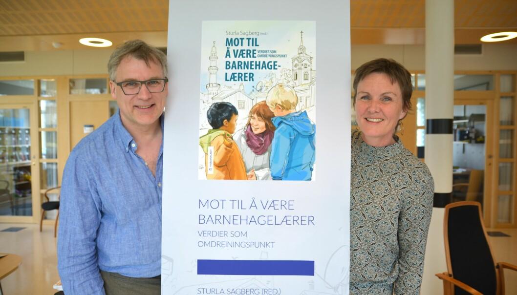 Universitetslektorene Tryggve Andreassen og Kathrine Moen ved Nord universitet er to av artikkelforfatterne i boka. (Foto: Bjørnar Leknes)