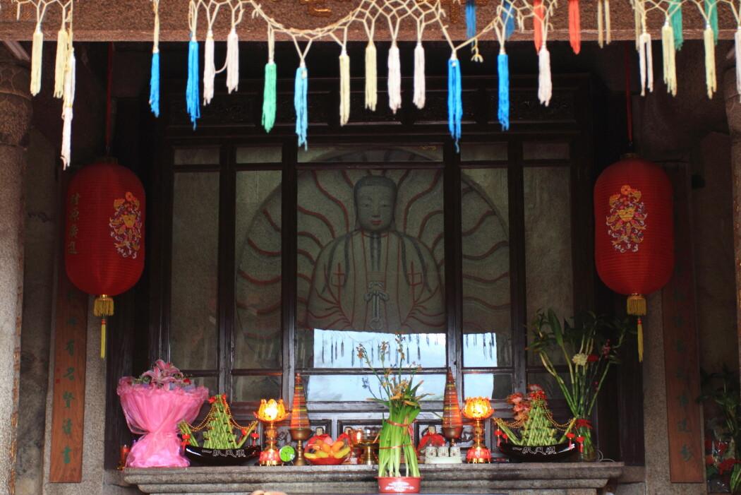 I Quanzhou i Kina finner man tempelet Cao'an, som ifølge forskere er den eneste manikeiske bygningen som eksisterer i dag. Bildet viser grunnleggeren Mani, framstilt som Lysets Buddha. (Foto: Zhangzhugang / CC BY-SA 4.0)