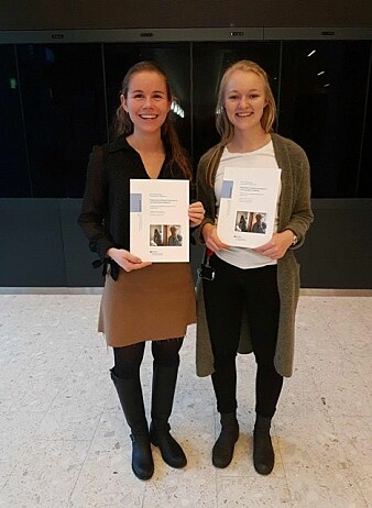 Medisinerstudentene Berit Marie Thorleifsson og Live Bredholt Jørgensen forsker på demens. (Foto: Privat)