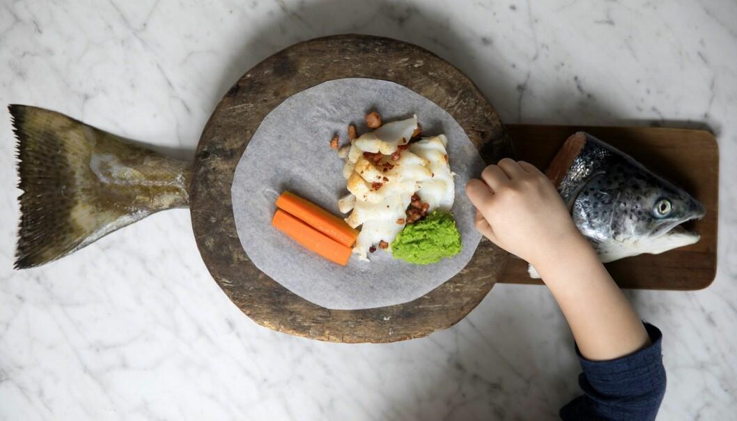 Mer fisk og grønnsaker til middag, anbefaler helsemyndighetene. Men nordmenn gjør nesten stikk motsatt, viser en ny kostholdsrapport fra Helsedirektoratet. (Foto: Tore Meek / NTB scanpix)