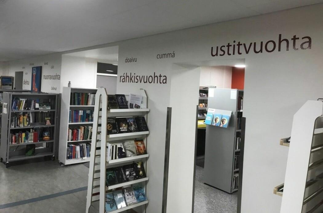 Synleggjering av samisk på biblioteket til Kongsbakken videregåande skule i Tromsø. (Foto: Øystein A. Vangsnes)