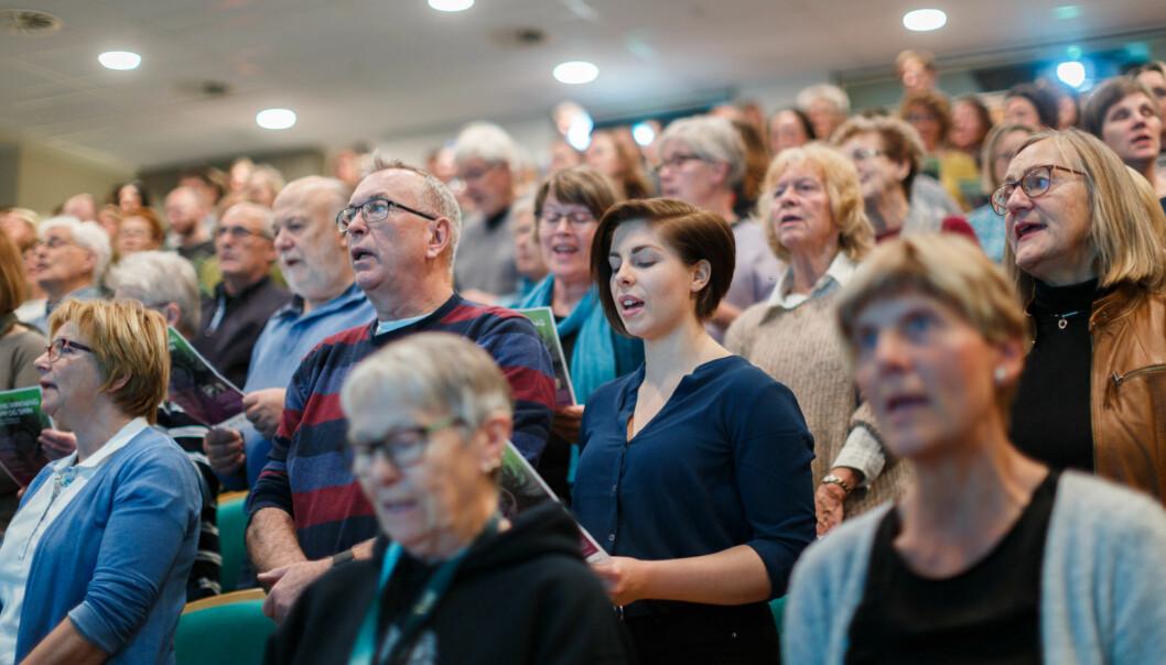 Under seminaret ved Nord universitet testet også deltagerne effekten av å synge sammen. (Foto: Thomas Jergel)