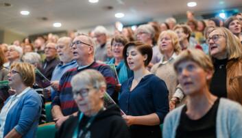Sang i kor på seminar om musikkens virkning på kroppen