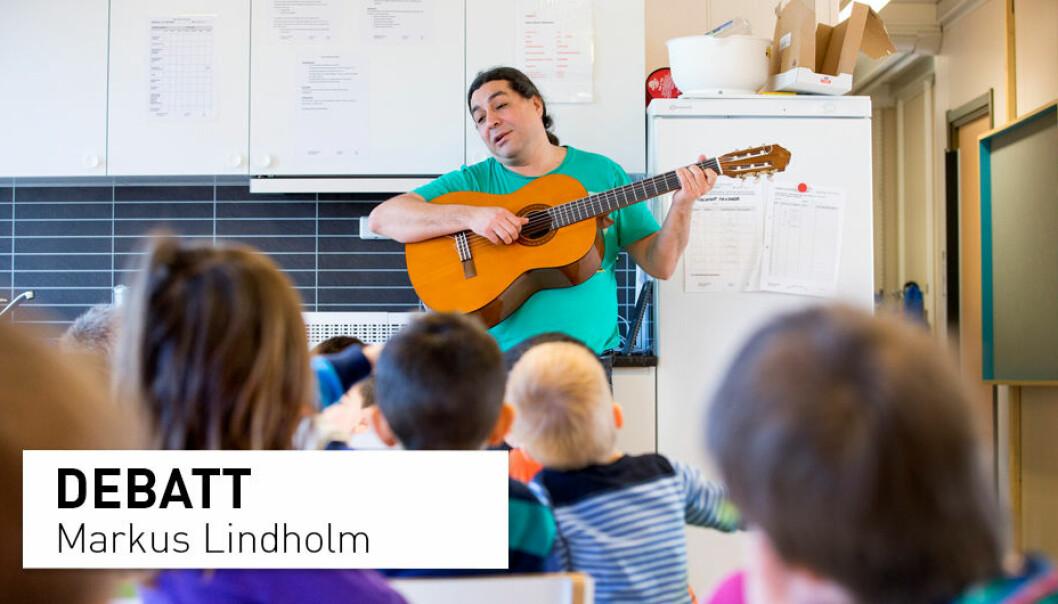 – Barnehagelærere må fortelle eventyr og ha lommene fulle av sanger, regler og leker. For eventyrene bekrefter den magiske og mangfoldige virkelighetserfaringen alle fikk i dåpsgave, skriver Markus Lindholm. (Illustrasjonsfoto: Gorm Kallestad / NTB scanpix)