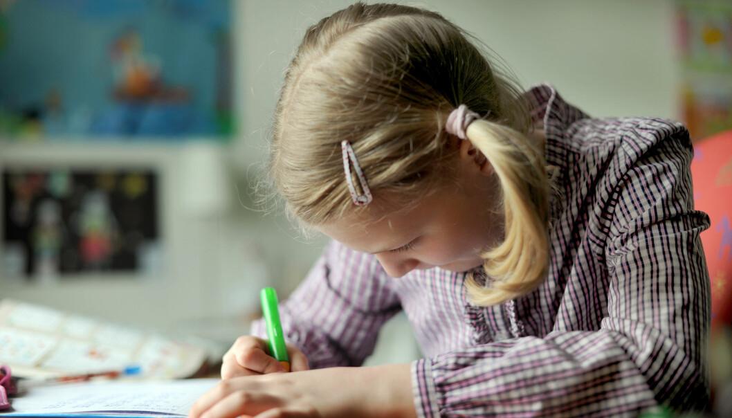 Mange barn synes matematikk og lesing er vanskelig. Å trene på konsentrasjon allerede i barnehagen, ser ut til å hjelpe. (Foto: Shutterstock / NTB Scanpix)