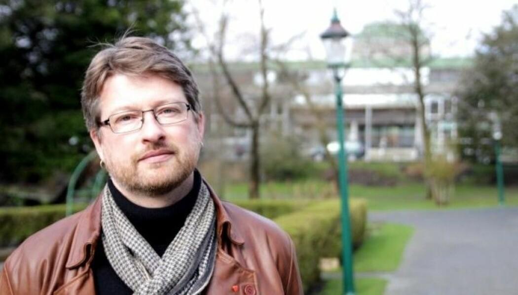 – Det finst ingen fagtradisjonar som er så spesielle at berre engelsk fungerer, seier Jørn Øyrehagen Sunde. (Foto: Anders Kjetland/UiB)