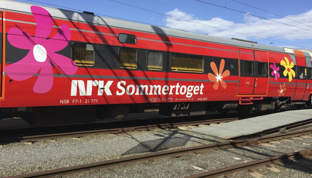 Noen av de eldre som ser på sakte-TV som NRKs Sommertoget, føler at programmene lar dem få være med på reiser de ellers ikke kunne tatt. (Foto: Thomas Hellum / NRK)