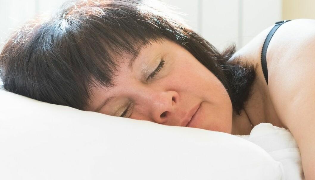 Kvinner sover helst på høyre side og foretrekker et kaldt soverom.  (Illustrasjonsfoto: Shutterstock / NTB scanpix)
