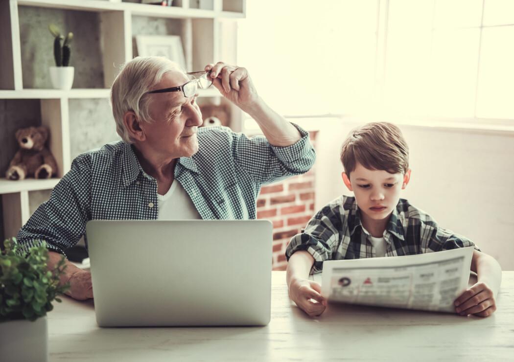 Både barn og voksne har sine egne nyhetskilder, men hva med de unge voksne? (Illustrasjonsfoto: Shutterstock / NTB Scanpix)
