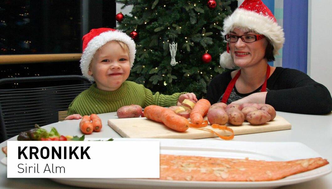 Forsker Siril Alm viser Arthur (2 år) hvordan man kan lage sjømat til jul. (Foto: Marit Rein/Nofima)