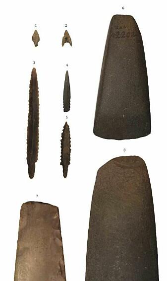 Her er eksempler på gjenstander som er funnet fra yngre steinalder. (Foto: Svein Vatsvåg Nielsen)