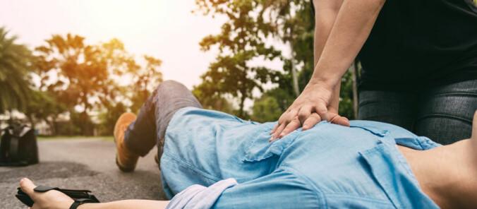 Hjertestans: Selv om pasienten puster, kan du starte hjerte-lungeredning!