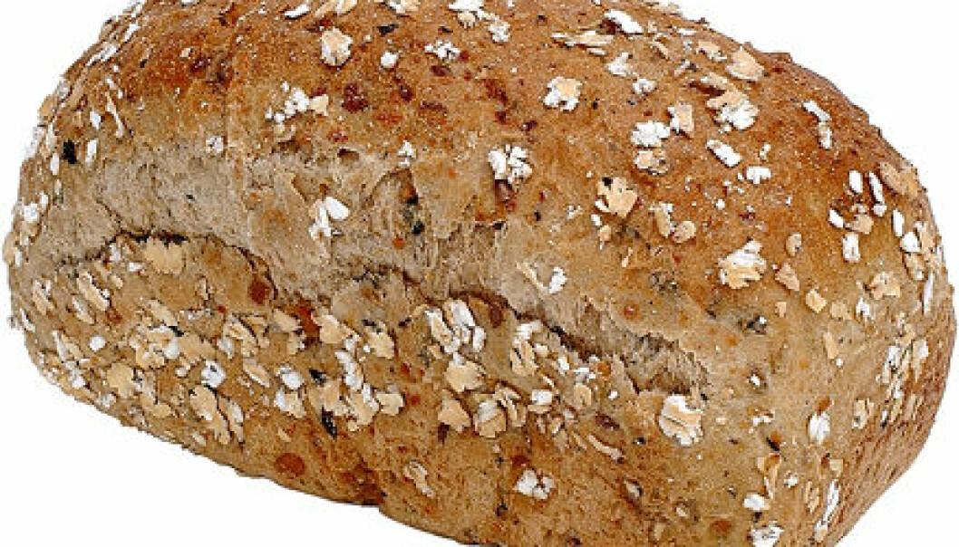 Er du ung, har lite utdannelse eller fikk servert lyst brød da du var liten – da er du mindre fristet til å spise sunt brød nå.