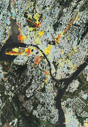 Den sentrale delen av Fredrikstad merket med farger der grunnen synker. Fargene viser hvor fort det skjer, fra blått (ingenting), til grønt, gult, oransje, rødt (innsynkning på minst en centimeter per år). (Skjermbilde fra karttjenesten InSAR Norge)