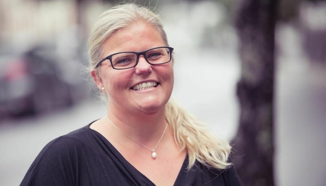 Cathrine Borgen er opprinnelig pedagog, og har vært med å starte NLAs utdanning innen økonomi og administrasjon. Nå tar hun doktorgrad om hva norske økonomiutdanninger underviser om etikk. (Foto: Jo Stevenson, NLA Høgskolen)
