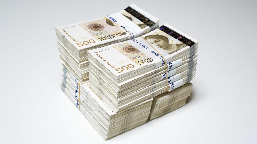 Oljen har gjort Norge rikt, men hva mer. Her ser vi en million kroner i 500-sedler. (Foto: Norges bank/Nils S. Aasheim)