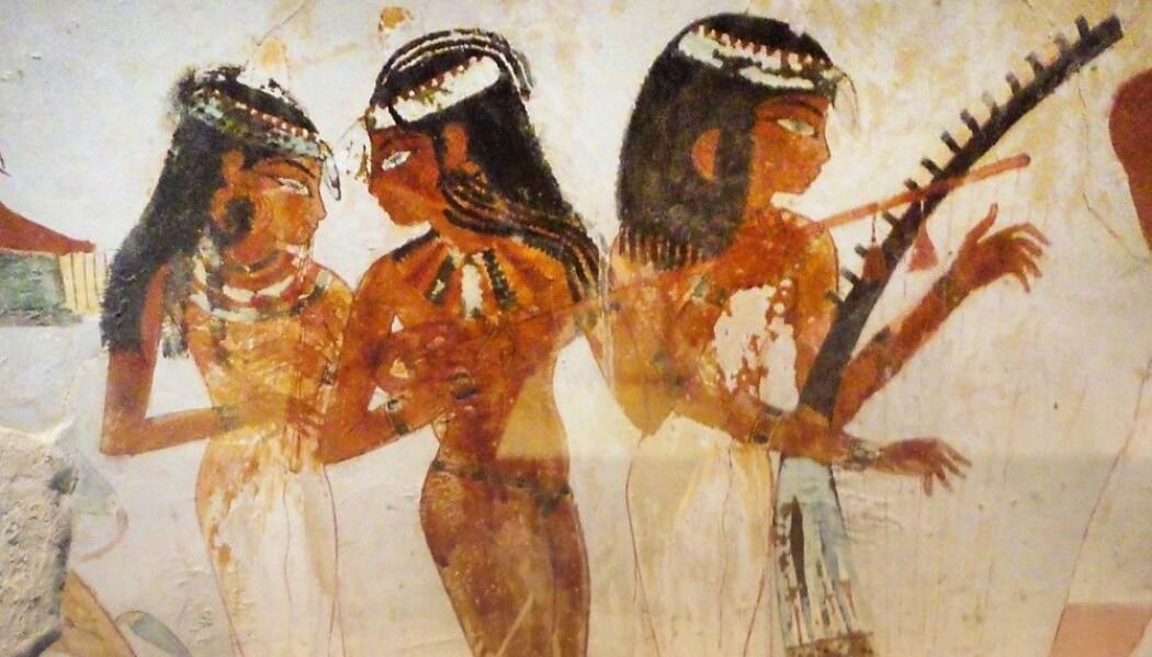 Bankettscener er et vanlig motiv på avbildninger i gravene fra Det nye riket. Her fra graven til Nakht i Sheikh abd el-Qurna, cirka. 1400-1390 f.v.t., av kvinner som underholder med musikk og dans. (Foto: Reinert Skumsnes)