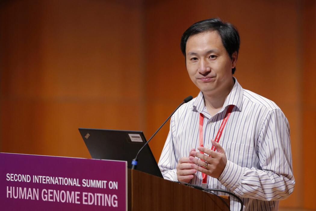 Den kinesiske forskeren He Jiankui slapp nyheten om at enda et genredigert barn kan bli født i Kina på en internasjonal forskningskonferanse i Hong Kong. (Foto: Kin Cheung / AP Photo)