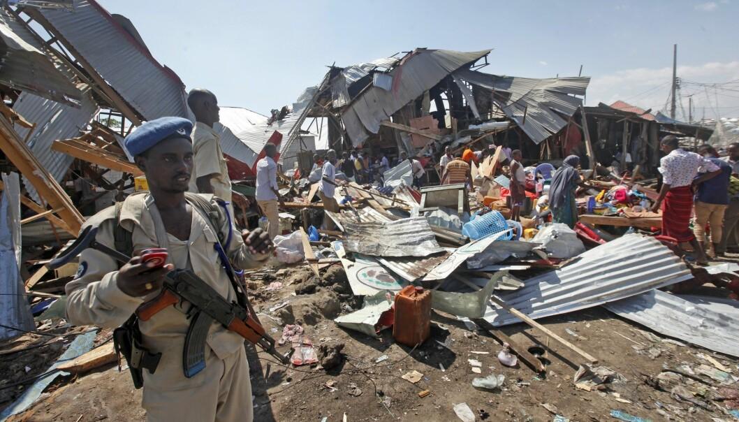 Somalia opplevde i 2017 nesten en dobling i antallet drepte i terrorangrep, og fjorårets verste terrorangrep i verden fant sted i Mogadishu der 587 mennesker ble drept av en lastebilbombe. Dette bildet er fra et bilbombeangrep i Mogadishu i november i år, der seks mennesker ble drept. (Foto: AP / NTB scanpix)