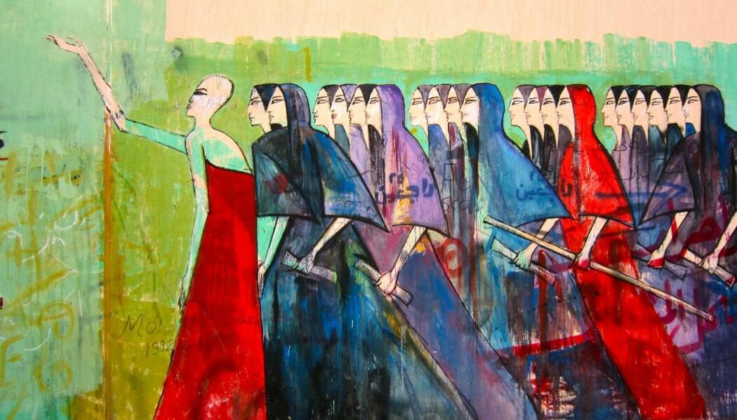 Alaa Awad er en egyptisk kunstner som velkjent for sine gatemalerier under opprøret i Egypt i 2011 - 2012. Ved å endre på gamle egyptiske motiv, gjemmer han subtile beskjeder til folket. Her har han gitt sørgende kvinner fra et gammelt egyptisk motiv noe å forsvare seg med. De går bestemt i retning av innenriksdepartementet med en form for batong i hendene ifølge en tolkning av journalist og blogger Soraya Morayef. (Foto: Gigi Ibrahim/ flickr).