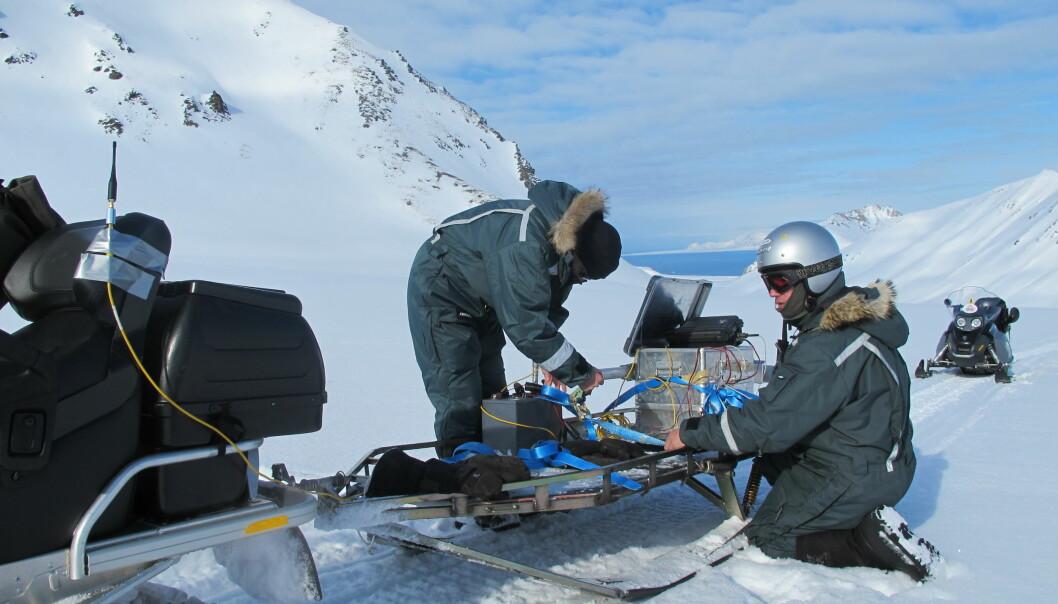 Her tester forskere Rimfax på Svalbard. Permafrosten gjør at grunnen er svært godt egnet til testing av radaren, da den i enkelte områder ligner overflaten på Mars. (Foto: FFI)