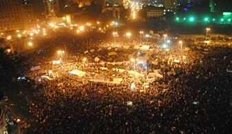 Over 50 000 demonstrerte på Tahrirplassen, en stor offentlig plass i Kairo, den 25. januar 2011. Over de neste dagene vokste folkemengden og 250 000 mennesker okkuperte torget. Dette bildet er fra senere protester i november. (Foto: Lilian Wagdy/ Flickr).