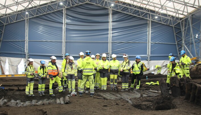 Representanter fra Klima- og miljødepartementet, Riksantikvaren, Kulturhistorisk museum og NIKU diskuterer hvordan Bispeallmenningen kan bevares. (Foto: Margrethe Havgar/NIKU)