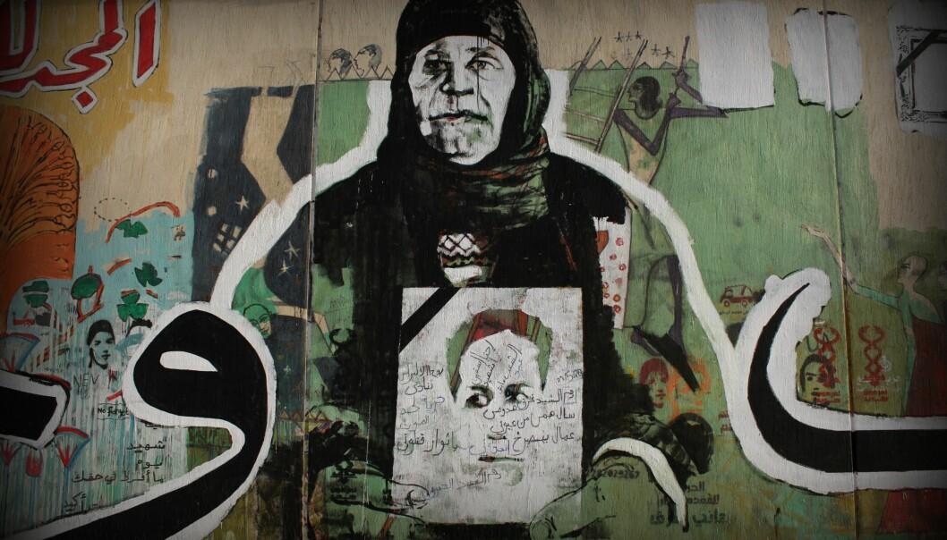 En mor sørger over sin sønn. Bildet skulle representere alle de som har mistet noen kjære under opprøret mot myndighetene. (Foto: Gigi Ibrahim/ flickr).