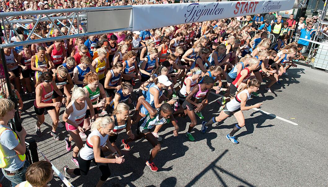 Mange kvinner reiser bort en helg for å gjøre noe mer enn å løpe. Som noen av deltakerne i Tjejmilen i Stockholm, et løp på ti kilometer. Det har blitt arrangert siden 1984. (Foto: Karolina Kristensson, Nordiska museet. Lisens CC 2.0)